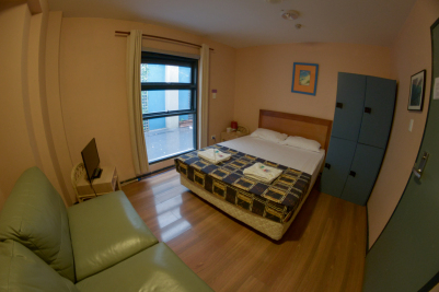 private-double-room-with-shared-bathroom-BOARDRIDER-BACKPACKER-WORKING-HOSTEL-CHEAP-ACCOMMODATION-COUPLE-ROOM-MANLY